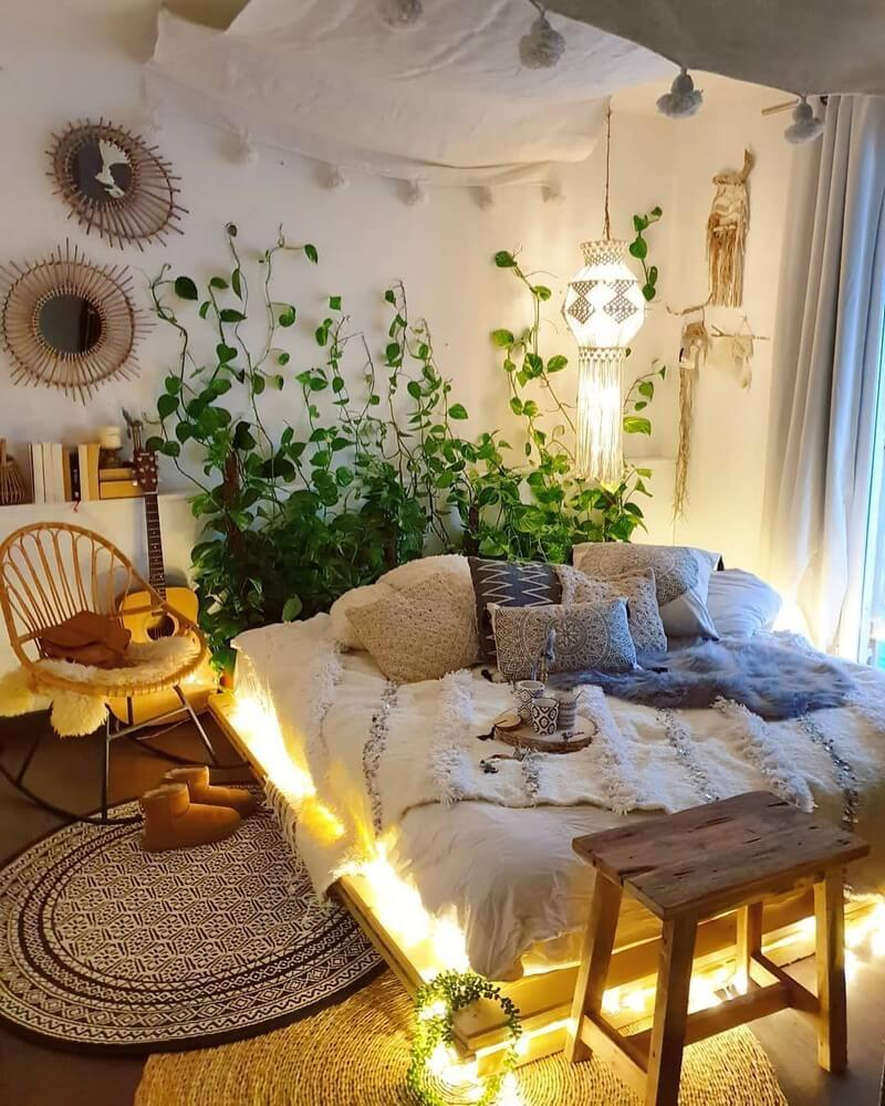 Bedroom-ideas-crawling-plants